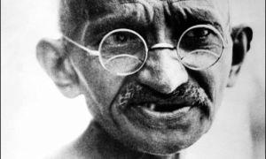 圣雄甘地佩戴的一副镀金眼镜拍卖了26万英镑